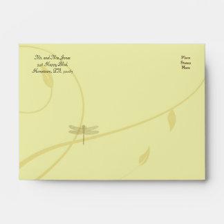 Sobre de oro del Flourish de la libélula