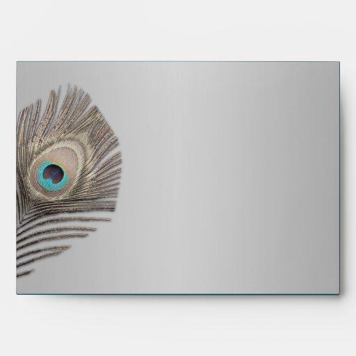 Sobre de plata del pavo real de la elegancia