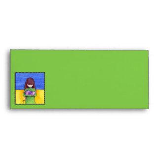 Sobre del papel con membrete del amarillo del verd