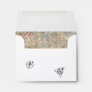 Sobre del pasaporte con los sellos y el mapa