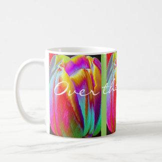 Sobre el arco iris taza básica blanca