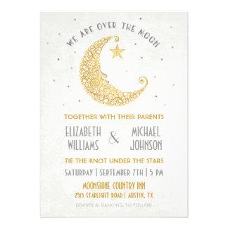 Sobre el oro de la invitación del boda de la luna
