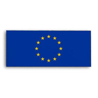 Sobre elegante con la bandera de la unión europea
