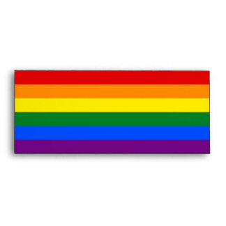 Sobre elegante con la bandera del arco iris de LGB