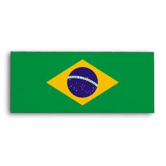 Sobre elegante con la bandera del Brasil