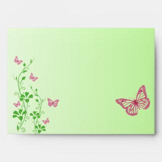 """Sobre floral verde rosado de la mariposa para 5"""""""