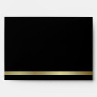 Sobre formal de la invitación del negro y del oro