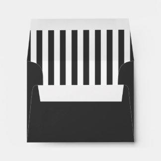 Sobre gris oscuro y blanco con la dirección Pre-Im