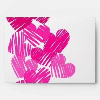 Sobre incompleto rosado de los corazones