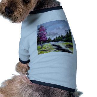 Sobre la colina y el Ove el diseño de las montañas Camiseta De Mascota