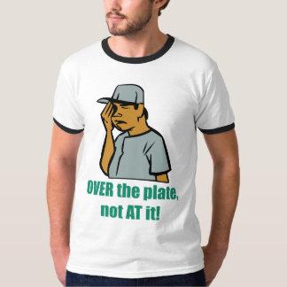 Sobre la placa… La camiseta de los hombres Camisas