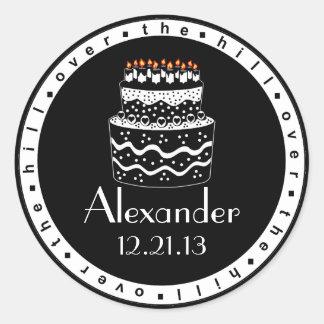 Sobre la torta del Colina-Cumpleaños Pegatina Redonda