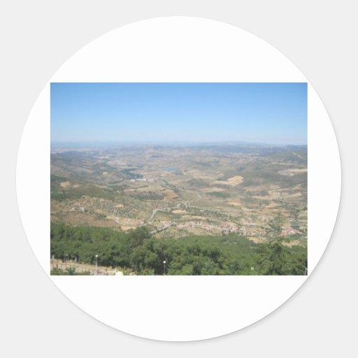 Sobre las montañas 4 pegatina redonda