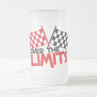 sobre los límites que compiten con la bandera jarra de cerveza esmerilada