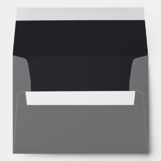 Sobre negro y gris de encargo con el remite