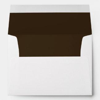 Sobre oscuro de la invitación del chocolate de Bro