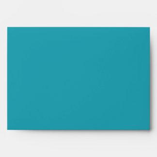 Sobre pelado azul de la tarjeta de felicitación