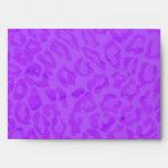 Sobre púrpura festivo alineado en leopardo