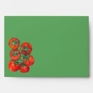 Sobre rojo de la carta verde de los tomates