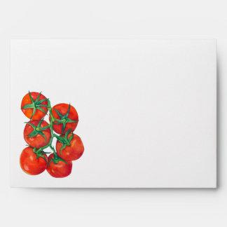Sobre rojo de la tarjeta de los tomates