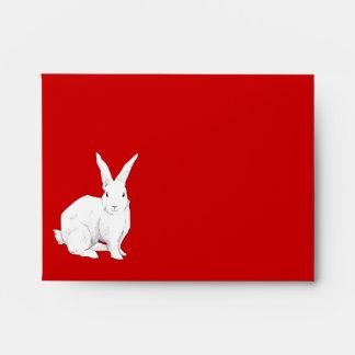 Sobre rojo de la tarjeta de nota del conejo