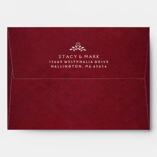 Sobre rojo marrón de la invitación del boda con el