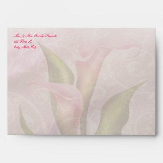 Sobre rosado de la invitación 5x7 de la cala (A7)
