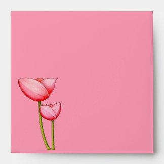 Sobre rosado de la invitación de las flores simple