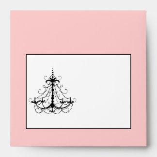 Sobre rosado de la invitación del boda de la lámpa