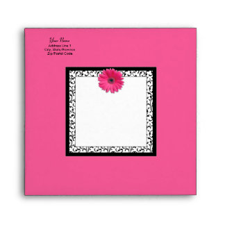 Sobre rosado de la invitación del cuadrado de la m
