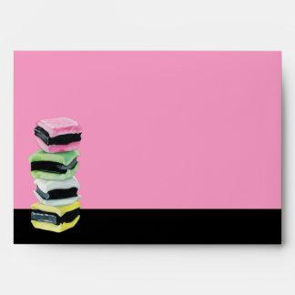 Sobre rosado de la tarjeta de Allsorts del regaliz