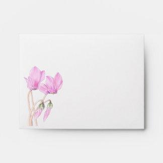 Sobre rosado de la tarjeta de nota de los Cyclamen