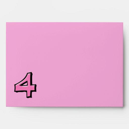 Sobre rosado de la tarjeta del número 4 tontos