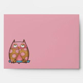 Sobre rosado de la tarjeta del rosa del búho