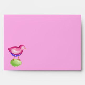 Sobre rosado de la tarjeta del rosa del pájaro