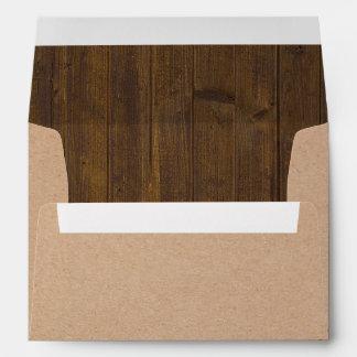 Sobre rústico de la mirada del papel y de madera