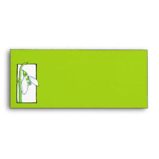 Sobre verde blanco del papel con membrete de Snowd