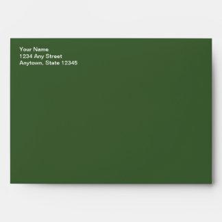Sobre verde de la tarjeta de Navidad con el remite