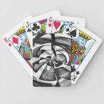 Sobrecarga abstracta negra y blanca baraja de cartas