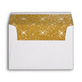 Sobres alineados oro con las chispas relucientes