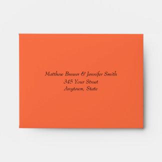Sobres anaranjados del boda de la mandarina con la