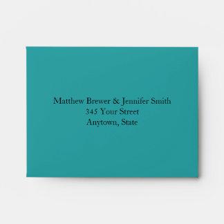 Sobres azules de encargo del boda con la dirección