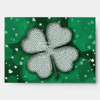 Sobres coloreados día del St Patricks para las inv