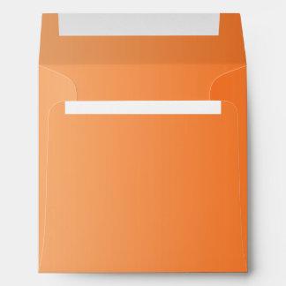 Sobres cuadrados anaranjados de Ombre