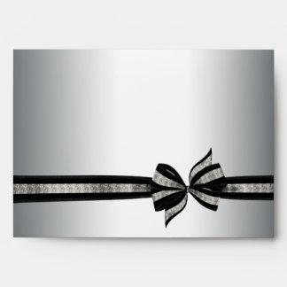 Sobres de plata y negros de la cinta