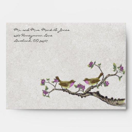 Sobres púrpuras de la flor de los pájaros del amor