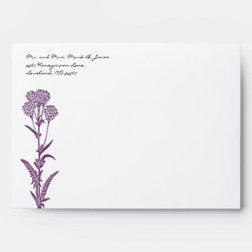 Sobres púrpuras del boda de la flor