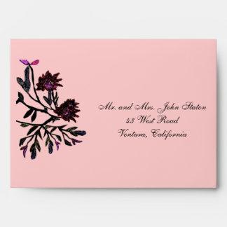 Sobres rosados de la invitación de las flores de t