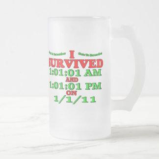 Sobreviví 1-1-11 (la Feliz Año Nuevo) Taza Cristal Mate