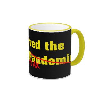 Sobreviví a la broma del pandémico de la gripe taza de dos colores